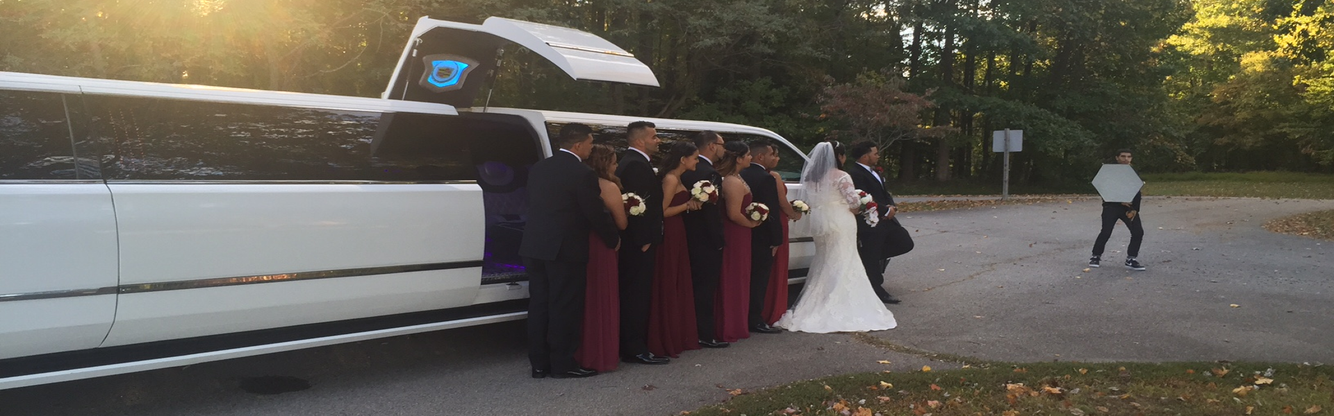 weddling picturial with a limousine